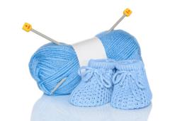 baby-boy-knitted-booties-blue-wool-knitting-needles-isolated-white-background-31321293[1]